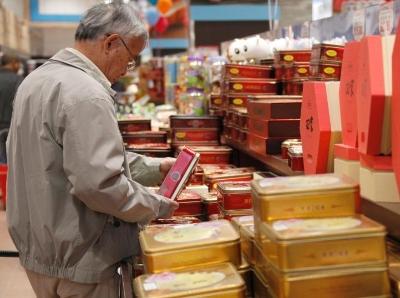 """加拿大多伦多华人超市""""月饼大街""""烘托中秋氛围"""