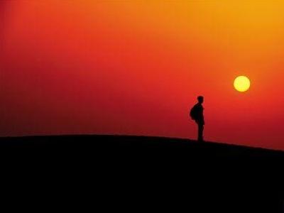 黄沙里享天地美 月牙泉旁聊人生