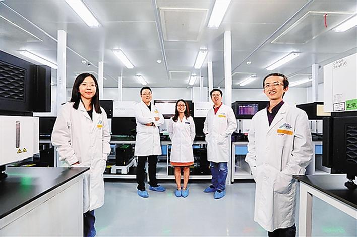 图为研究团队主要成员:(左起)刘斯洋博士(第一作者)、徐讯博士(第一通讯作者)、陈芳(共同第一作者)、金鑫博士(共同通讯作者)、黄树嘉博士(共同第一作者)。.jpg