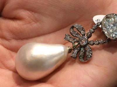 鹌鹑蛋大的珍珠吊坠 法国皇后珍藏珠宝即将拍卖