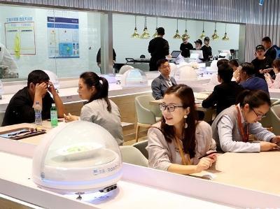 机器人澳门博彩在线娱乐员来了:国展中心内的智能餐厅