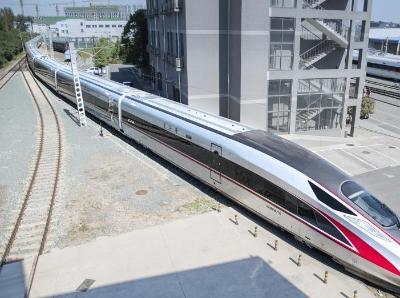 """超長版""""復興號""""亮相北京 車身長439米可坐1283人"""