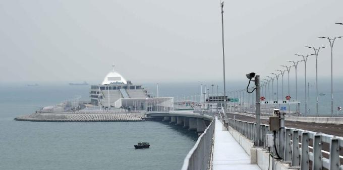 港珠澳大桥开通在即 记者探访香港口岸及香港连接路