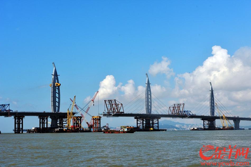 新闻大观>>国内新闻 >>新闻报道   江海直达船航道桥位于主体桥梁中部