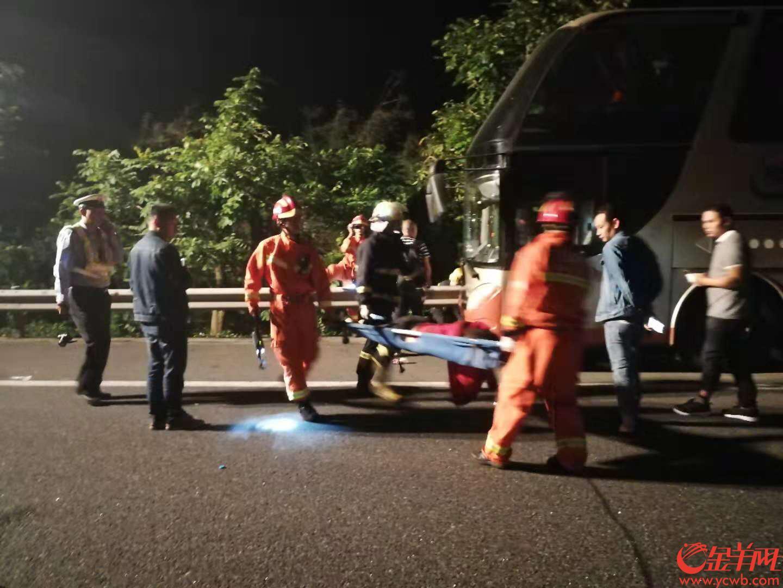 广东:深汕高速公路陆丰段发生一宗致4死4重伤交通事故