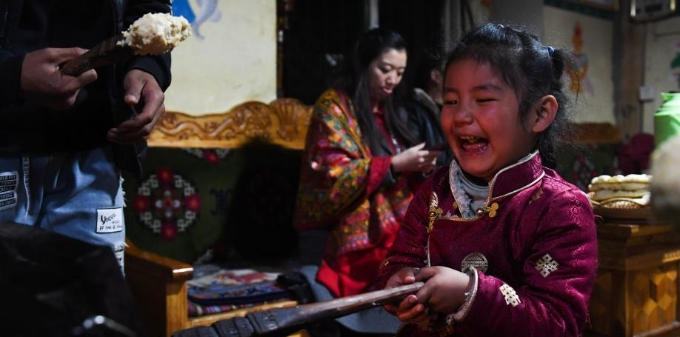 """西藏林芝迎来中国最早""""新年"""""""