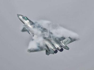 歼-20首次空中开弹仓展示 为空军69周年献礼
