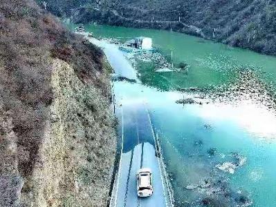 堰塞湖泄流致竹巴笼金沙江大桥被冲毁 国道318线中断