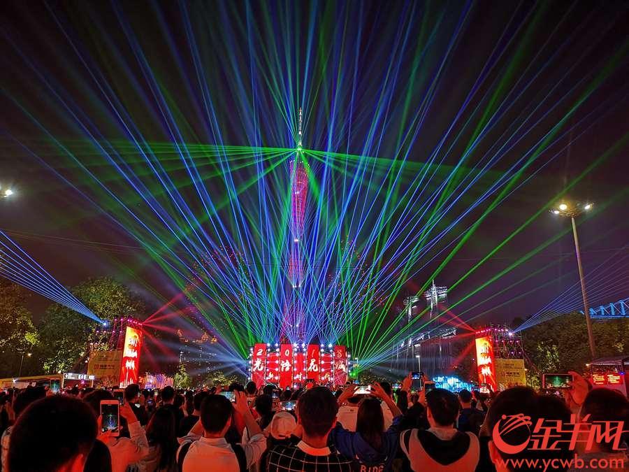 2018年11月26日晚,2018广州国际灯光节盛大开幕  金羊网记者 黄巍俊 摄