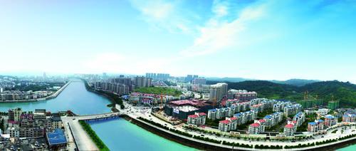 经过整治后的丰顺榕江北河的两岸美景.png