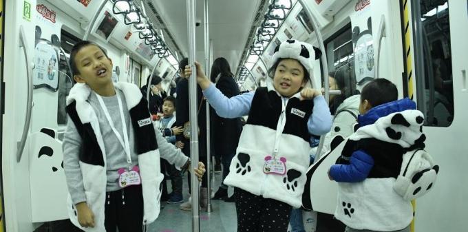 """成都地铁3号线新线迎首批""""乘客"""""""