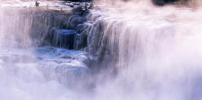 山西临汾黄河壶口冰瀑浪漫壮美