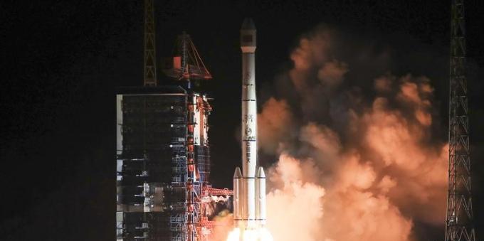 我国成功发射通信技术试验卫星三号