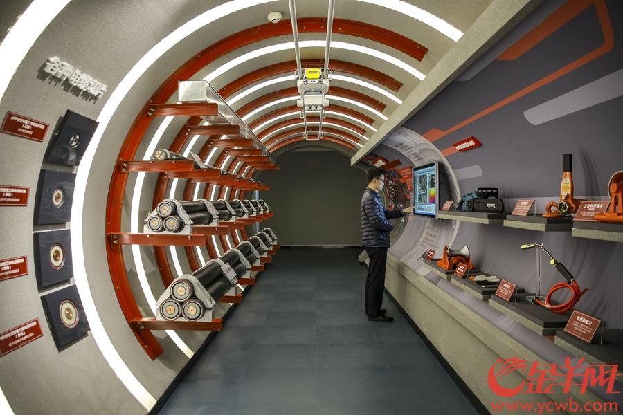 2018年12月29日,广州电力展示馆在越秀区泰康路162号华安楼正式开馆。华安楼曾经是广州电力系统首个办公场所,如今为广州地区电力文化展示的综合体。 金羊网 记者宋金峪 摄