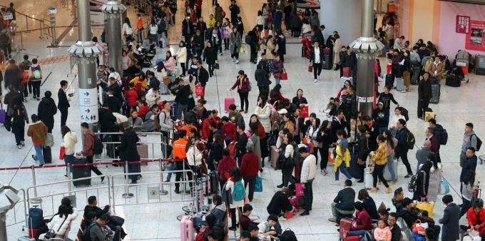 新年元旦香港高铁迎来客流小高峰
