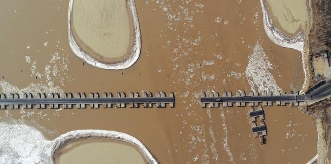 黄河浮冰体积猛增 多座浮桥临时拆除