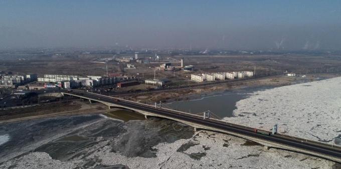 宁夏石嘴山黄河部分区域现大面积冰凌