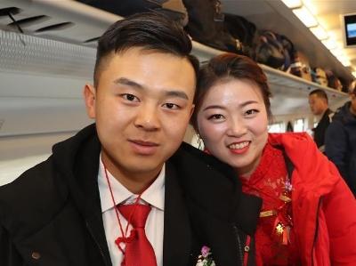 乘坐高铁迎新娘