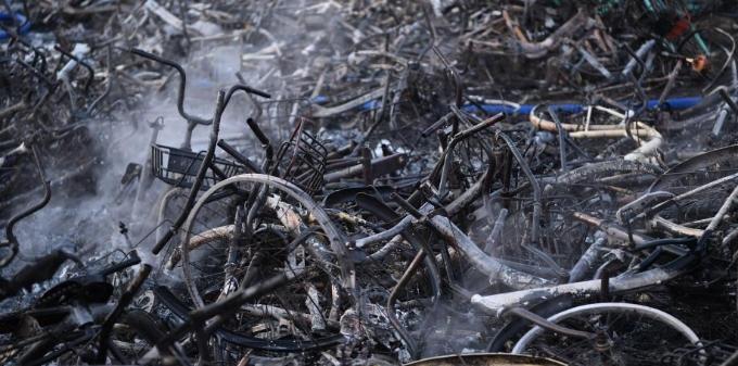 合肥一共享单车堆放点发生火灾