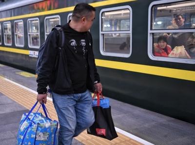 廣鐵春運首日首班車發車