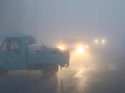 江苏连云港迎来大雾天气