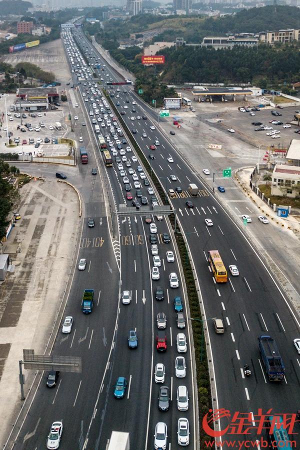 2019年2月9日,大年初五下午,广佛高速西往东沙贝段出现拥挤,广州环城高速连接段同样出现车行缓慢 沙龙国际网站记者 宋金峪 摄