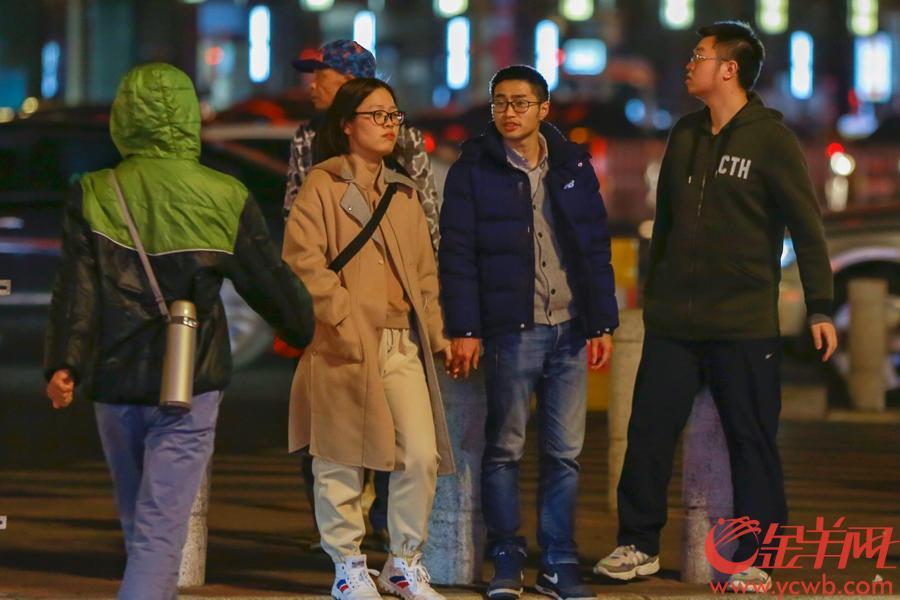 2019年2月10日,冷空氣來襲,廣州氣溫驟降,路上行人紛紛添衣禦寒。 金羊網記者 周巍 攝