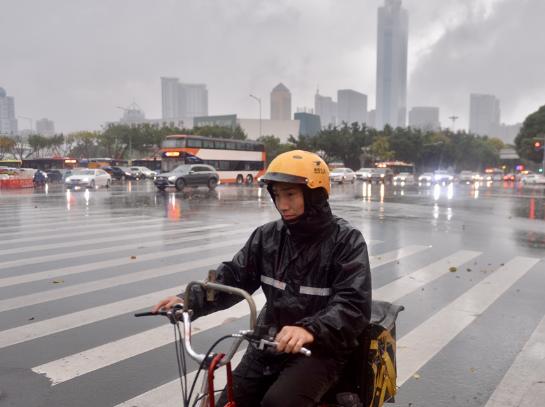 广州突降暴雨