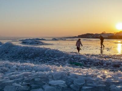 天氣升溫變暖 中俄界湖興凱湖堅冰融化