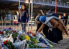 荷蘭槍擊案致3死9傷 民眾悼念遇難者