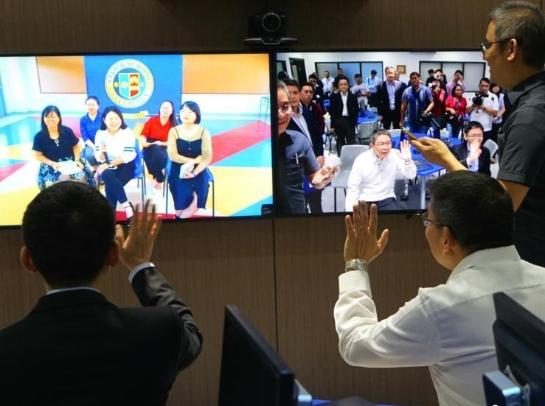 中國駐菲使館向菲律賓雅典耀大學捐贈電氣化教室及圖書