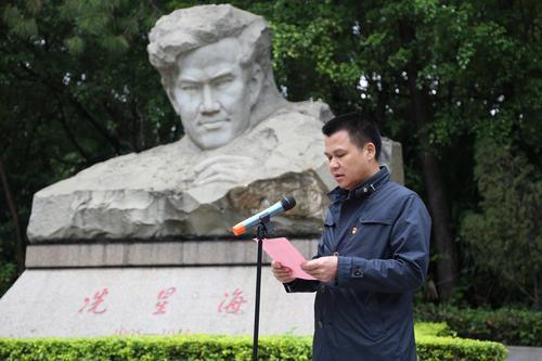 广州南沙榄核镇组织党员干部拜祭冼星海