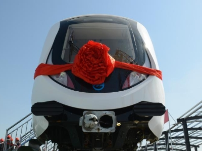內蒙古呼和浩特首輛地鐵列車亮相
