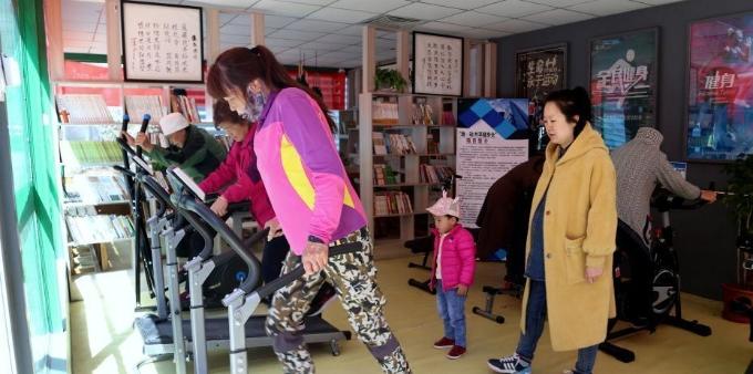 青海西宁社区共享智能健身舱吸引民众