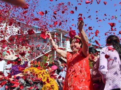 """云南昆明民众庆祝传统""""米线节"""""""