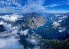 无人机航拍:云里巫山 绝美山川