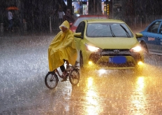 广州大雨,街坊狼狈