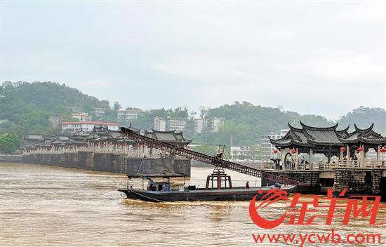 """货船""""随波逐流"""" 撞上""""国保""""广济桥"""