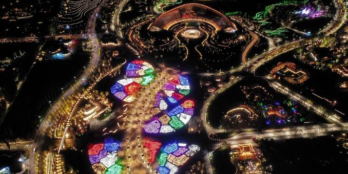 航拍北京世园会夜景 鸟瞰璀璨美如画