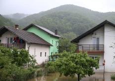 波黑多地遭遇暴雨引发洪水 导致数百间房屋受损