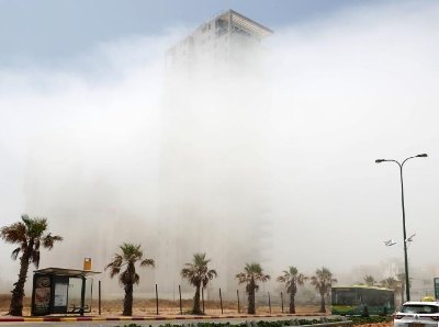 以色列气温显著上升 沿海城市被雾笼罩恍若仙境