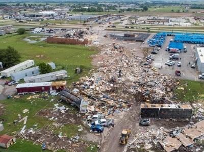 航拍龙卷风侵袭美国俄克拉荷马州 酒店几乎夷为平地