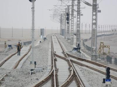 """""""大漠新丝路""""格库铁路 看新疆如何直通青藏高原"""