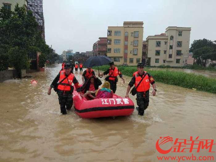 出动!武警江门支队成功转移千余名被洪水围困群众