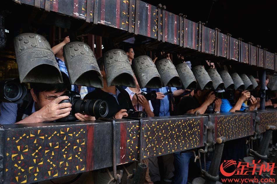 来自中央和部分省地市县及港澳地区主流媒体近百名专业新闻摄影记者走进南粤古驿道展开实地采访拍摄。