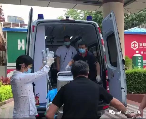 深圳一住宅20楼玻璃坠落砸中路过男童