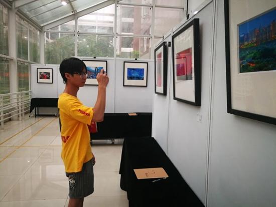用镜头感知美好生活 这个理工男举办了个人摄影展