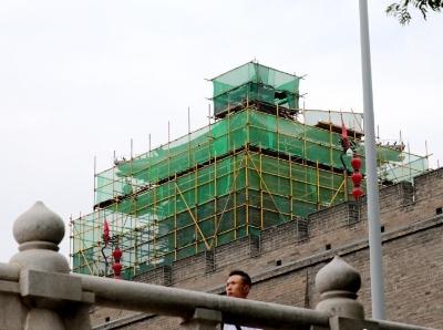 西安城墙敌楼正在进行整修