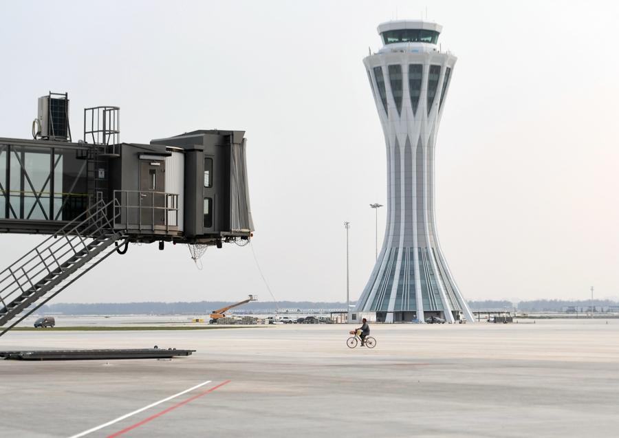 这是6月25日拍摄的北京大兴国际机场西塔台。