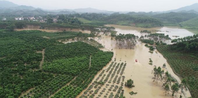 航拍广西永福被洪水围困的村庄